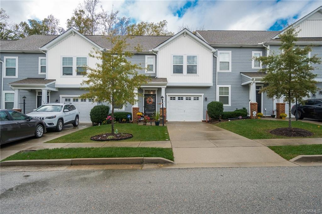 Beautiful townhome tucked away in the heart of Varina, but so close to the city! As you walk into th