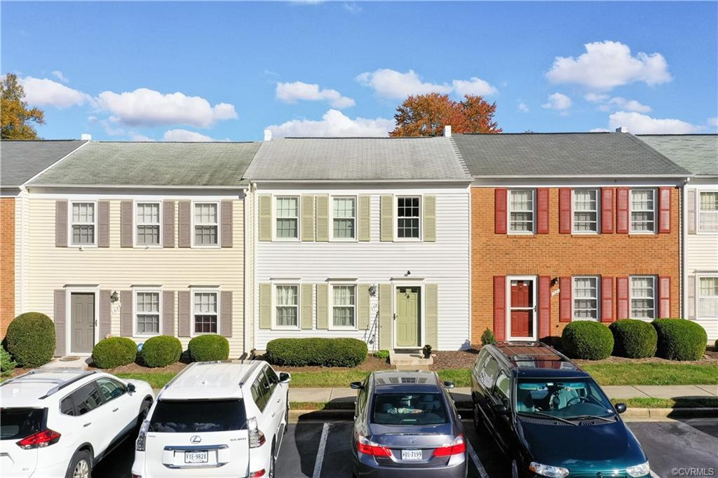 Ready to enjoy low-maintenance living in a spacious, 3 bedrooms and 1.5 bath townhouse?! Well.. welc