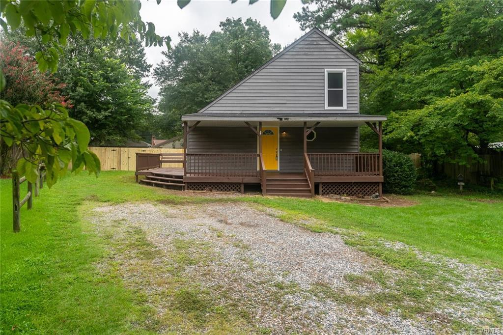 Welcome to 3701 North Light Drive, located in the friendly neighborhood of Somerset! This spacious t