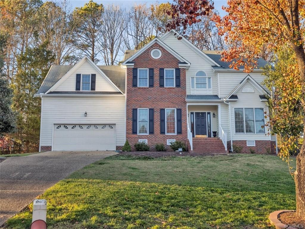 CHARMING 2-STORY TRANSITIONAL HOME ON THE GOLF COURSE IN BEAUTIFUL BIRKDALE!  Welcoming 2-Story Foye