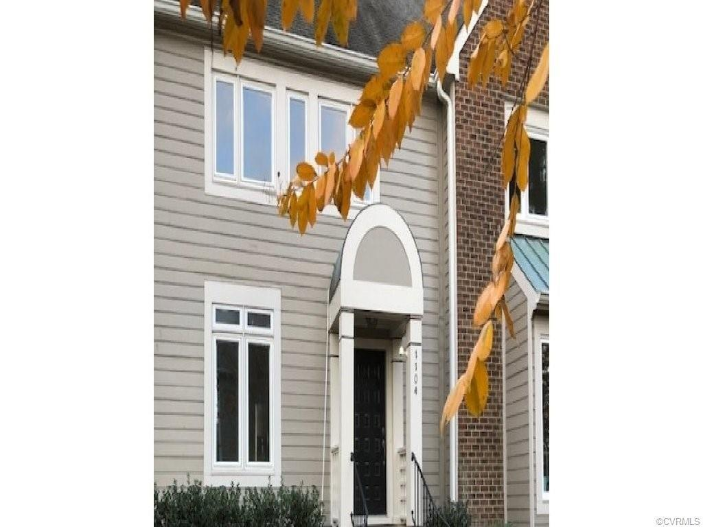 Beautiful 2 Bedroom Townhouse located in the west end. Fully renovated with all new kitchen cabinets