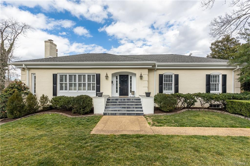 A wonderful opportunity to be in one of Richmonds premier neighborhoods, Hampton Gardens. Nestled on