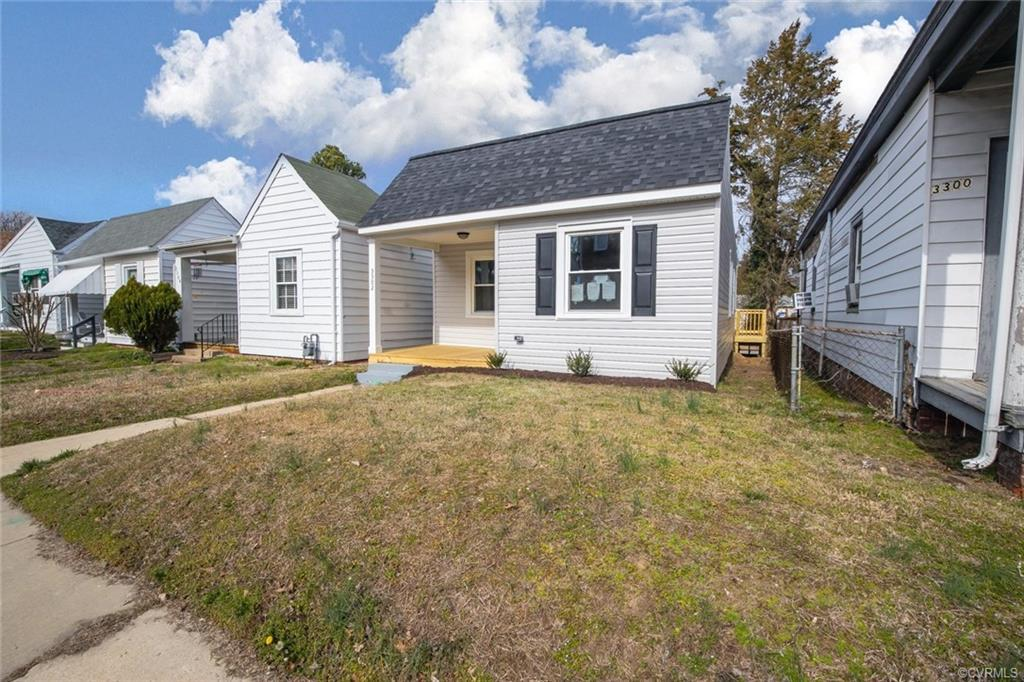 Prime location Bungalow right on Rosewood situated between the Kickers Stadium and Cary Town. Practi