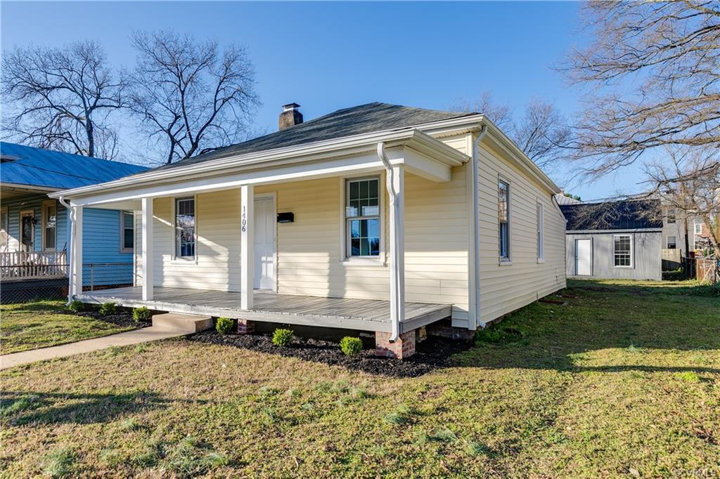 Check out this CUTE, renovated COTTAGE with a detached garage!  Close to downtown RVA!  Don't