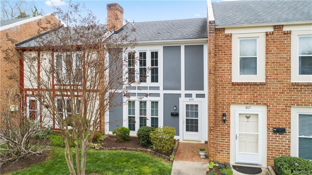 You're going to LOVE this completely renovated townhouse in a great community with easy access to hi
