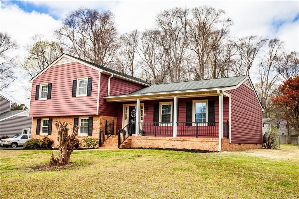 Wonderful neighborhood near schools and shopping. You are going to love this home which has been nic