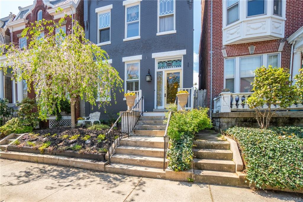 Lovely updated 4 Bed 2.5 Bath detached Row House is located in the heart of Fan District/West Grace