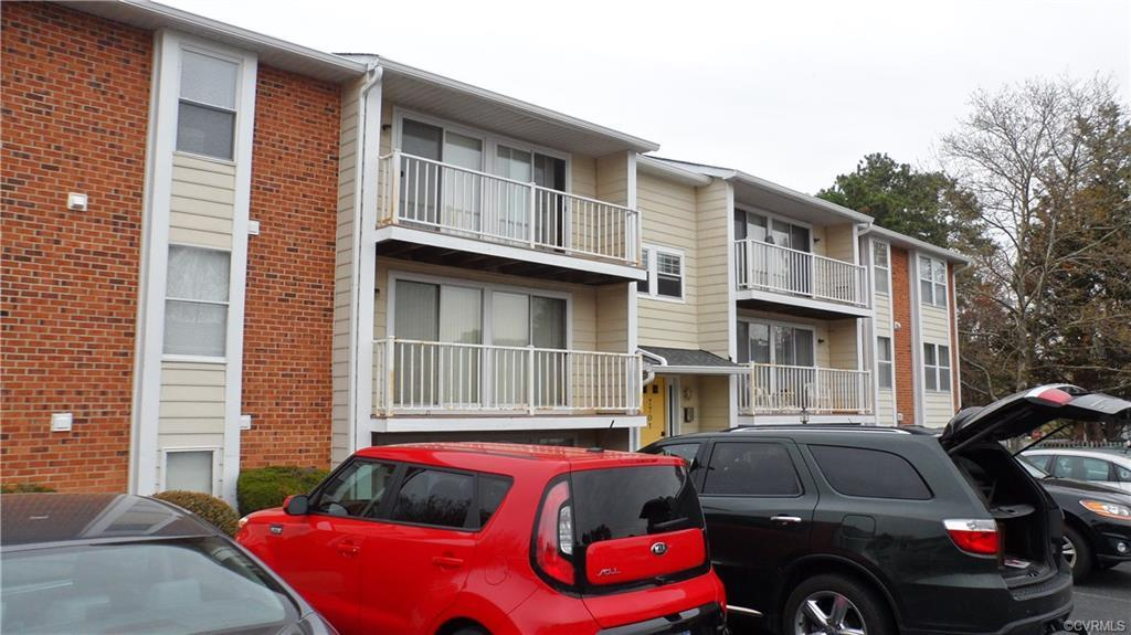 Great Location! Just around the corner from new Kroger & Food Lion, Dining  and Entertainment. Easy