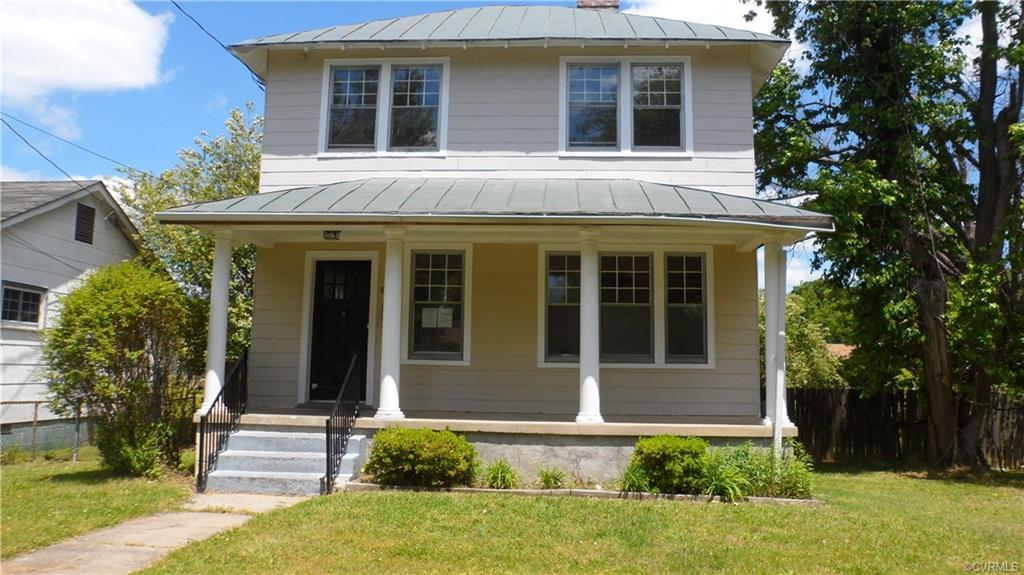 ***THOUSANDS BELOW ASSESSED VALUE***Grande Home on Quite Street. Beautiful Staircase, Wide Mouldings