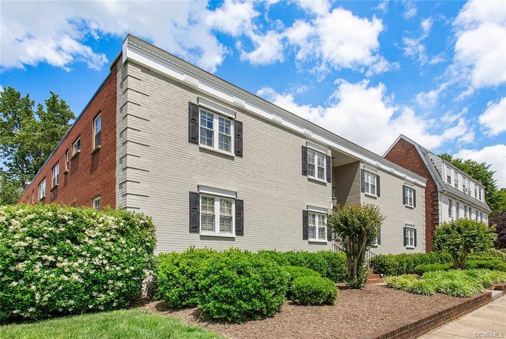Outstaning Opportunity! Outstanding Location! Style and Convenience come together to bring you this