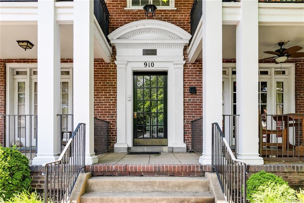 This terrific condo is located in a lovely neighborhood just off Monument.  Walk to everything!  Har