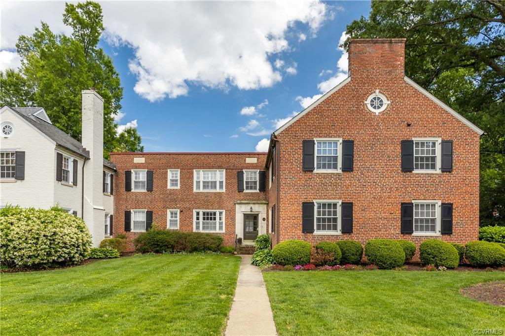 Charming Lock Lane condo located in the sought after Westhampton area, walkable to Libbie and Grove