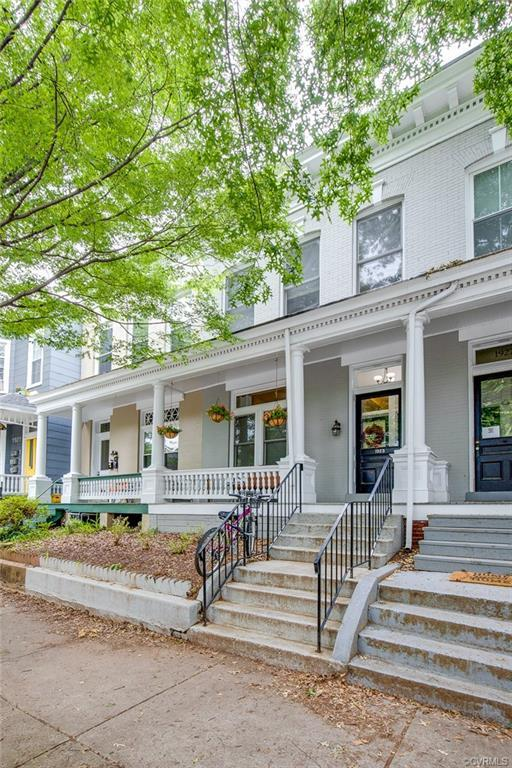 Nicely renovated with the oh so desirable 2BR/2BA arrangement. The upstairs unit is a bit larger so