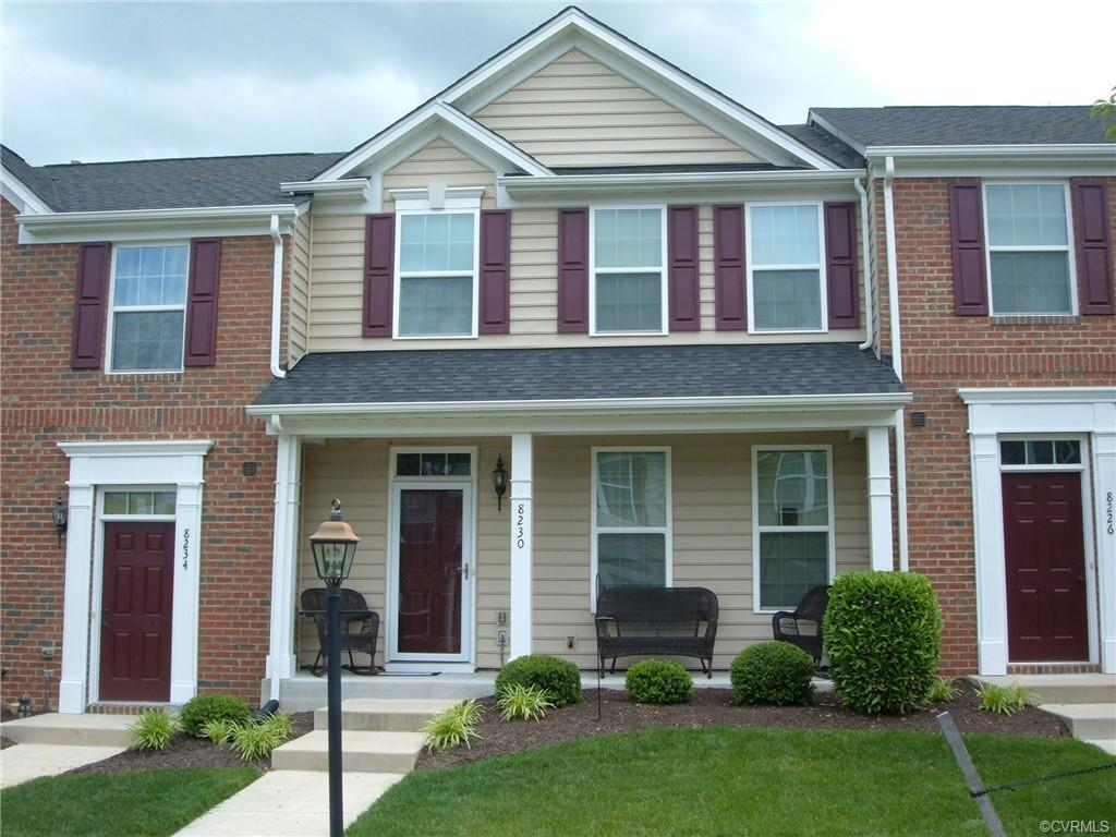 "WOW !!  This TOWNHOUSE is ""immaculate"" and ""well-maintained"".  This floor plan is nice and opened."