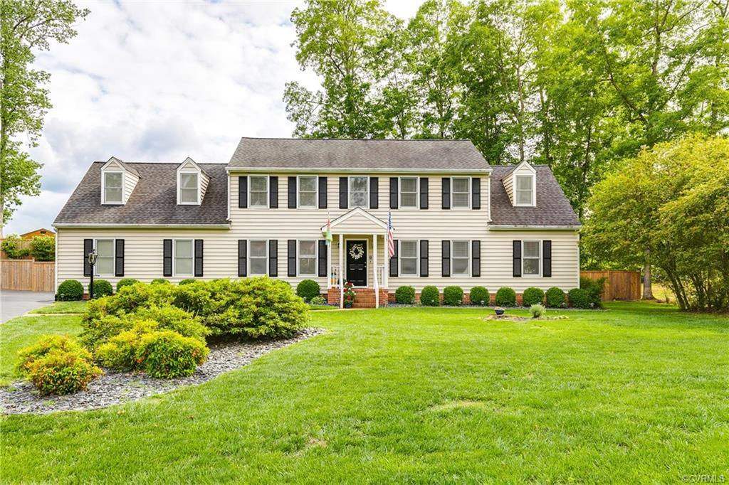 Welcome to this beautiful 5bd/3ba Colonial nestled in the sought after Queensmill Community. Top rat