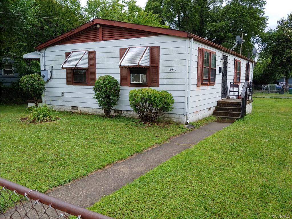 INVESTMENT OPPORTUNITY----- (4) BEDROOMS-----OPEN LIVING ROOM AND KITCHEN-----THIS ONE WILL NOT LAST