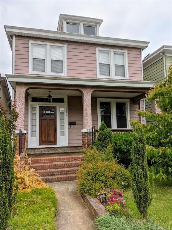 Byrd Park and Maymont at your doorstep in this beautiful 1925 Craftsman Foursquare. Renovated in 200