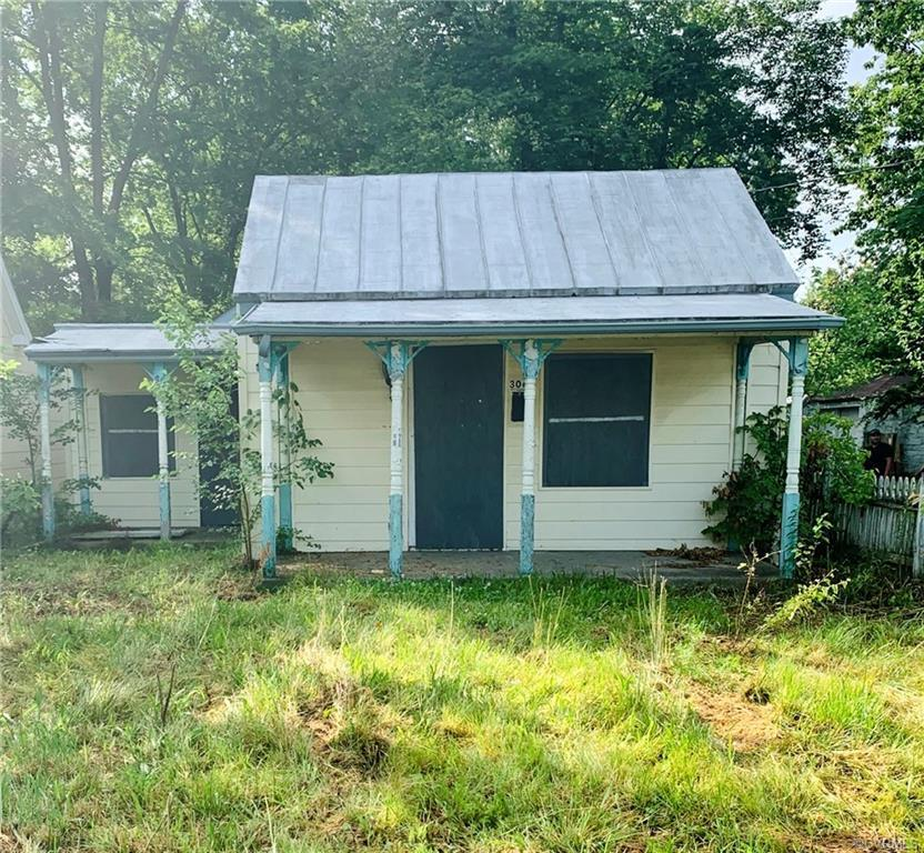 THOUSANDS BELOW ASSESSED VALUE! CASH BUYERS ONLY! This house will not qualify for financing. Quiet,
