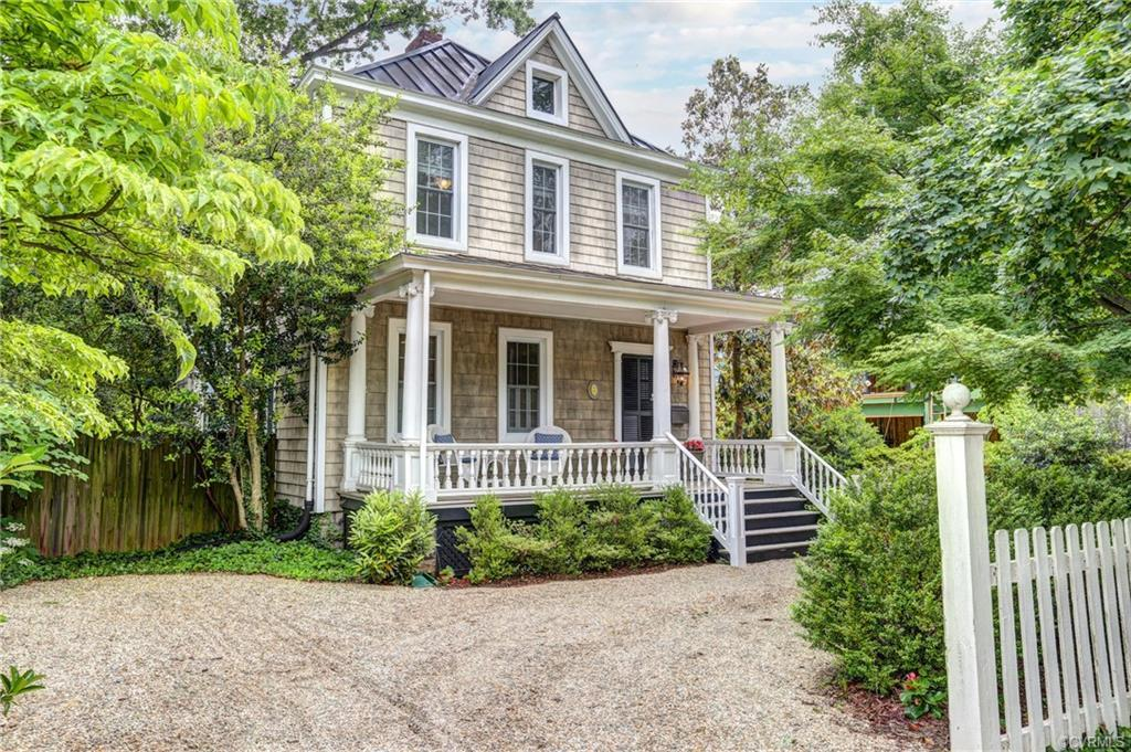 """Charming and Convenient"" 100 year old Westhampton 2 story Victorian Cottage. Steps to Libbie and Gr"