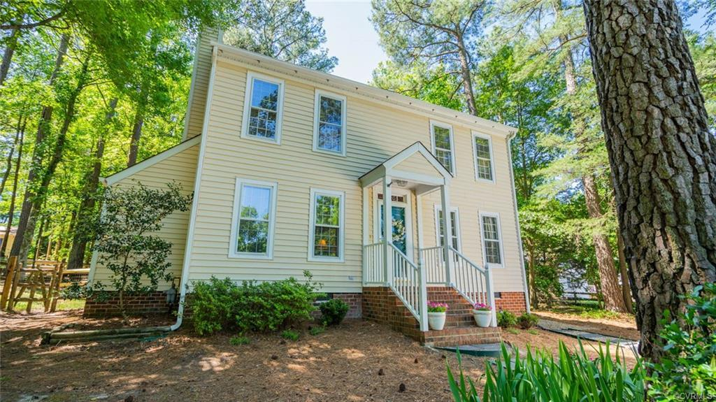 ADORABLE 2-STORY COLONIAL in the far West End! Fantastic location, great floor plan and large fenced