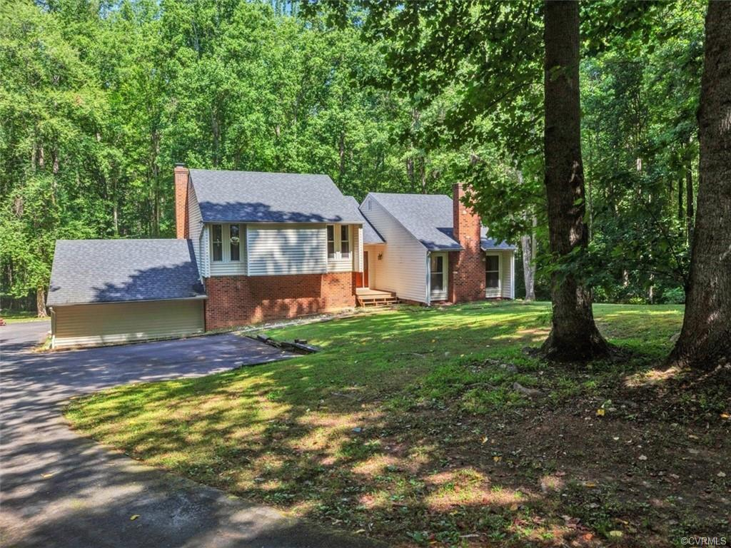 CHARMING POWHATAN TRI-LEVEL ON PRIVATE CUL-DE-SAC LOT! With beautiful tree coverage sitting on over