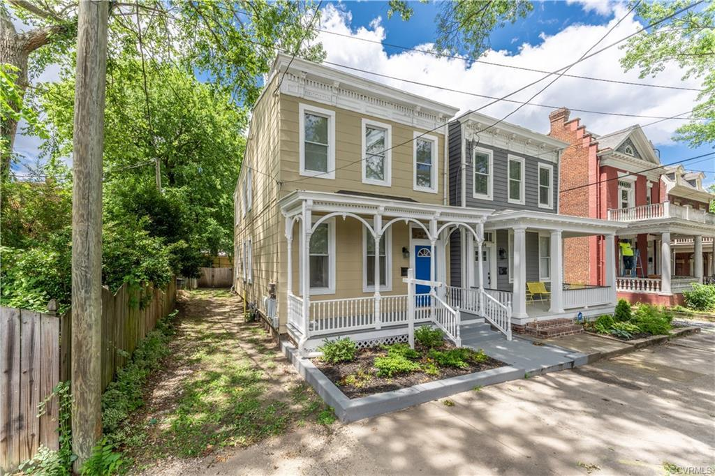 Welcome home to 302 Chimborazo, a stunning, renovated 1924 home in the heart of Richmond. You'll lov