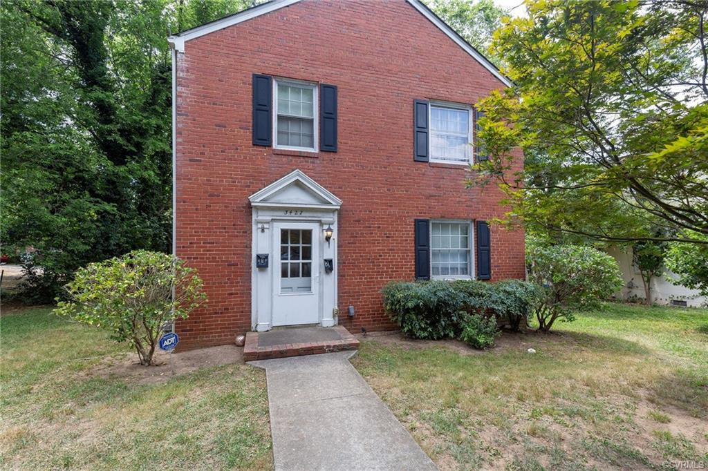 Looking for a great investment on a wonderful tree lined street in the Museum District? This classic