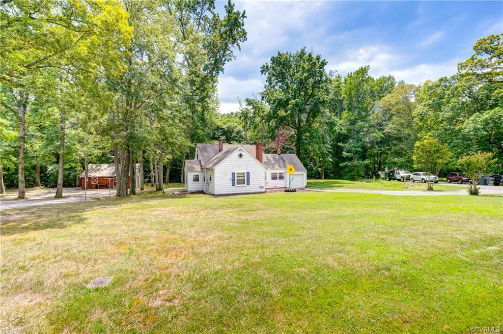 Come see this Rustic Cape in the super convenient Andover Hills community near Gaskins & I-64. Liter