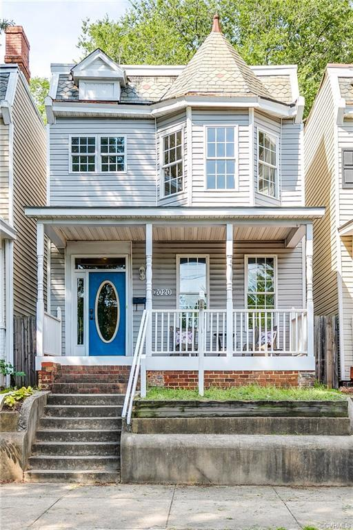This beautiful home has been freshly painted and spruced up from top to bottom! Large flexible space