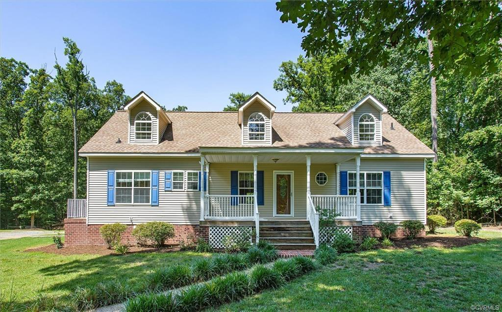 Welcome to country living just 5 minutes from Short Pump!!  Your family will love this beautiful pro