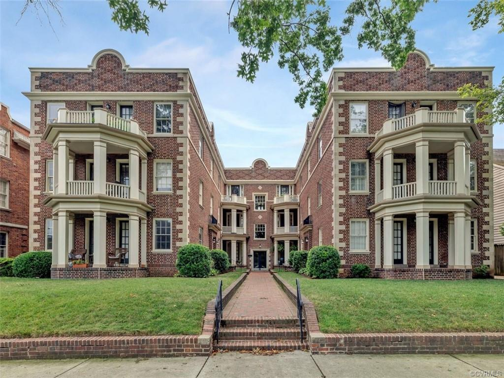 Come see this attractive maintenance free living lifestyle on beautiful Monument Avenue, just one bl