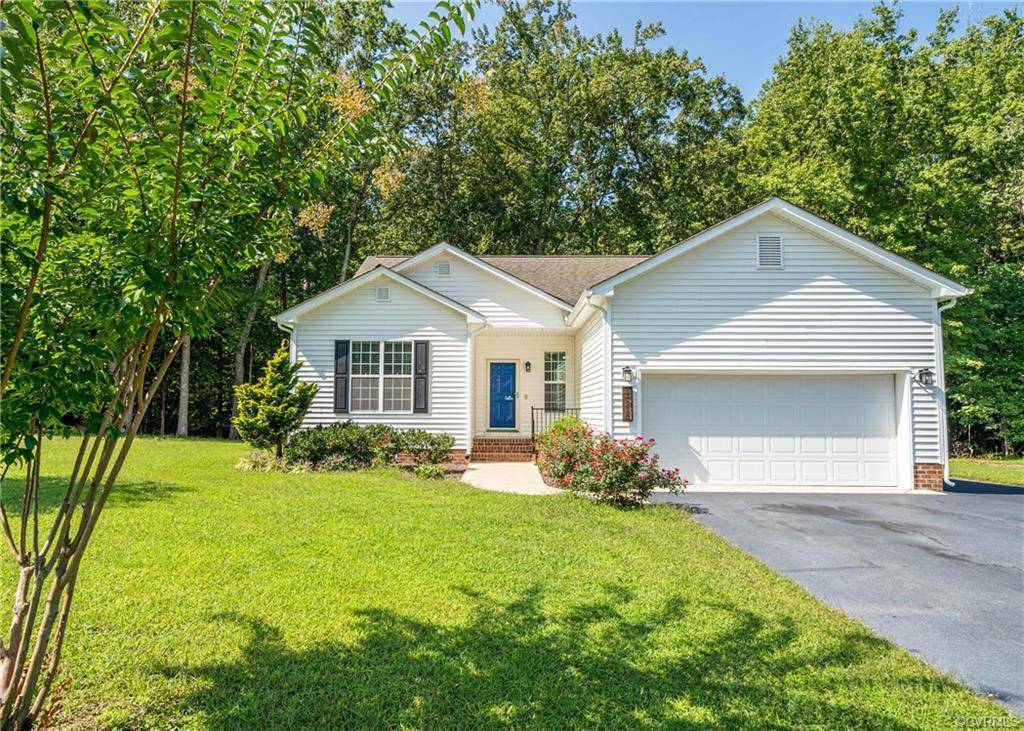Come take a look at this beautiful Ranch home in a quiet subdivision in Henrico. This home includes
