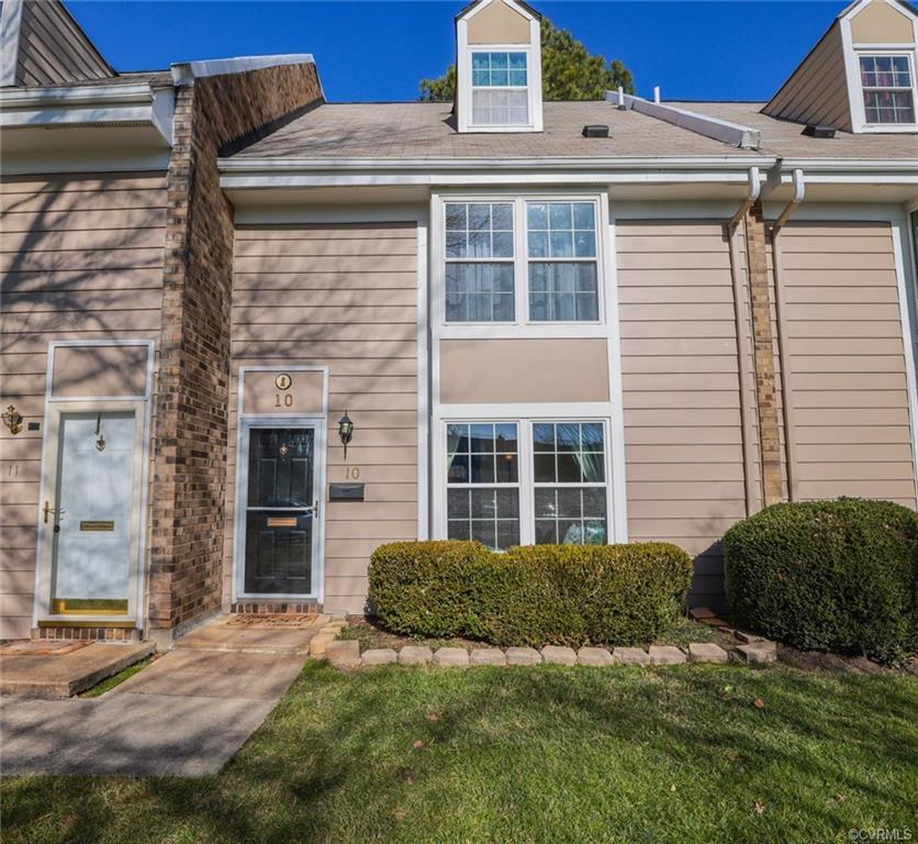 This beautiful 4 bedroom, 2 full and 2 half bath townhome has been wonderfully maintained. Berber ca