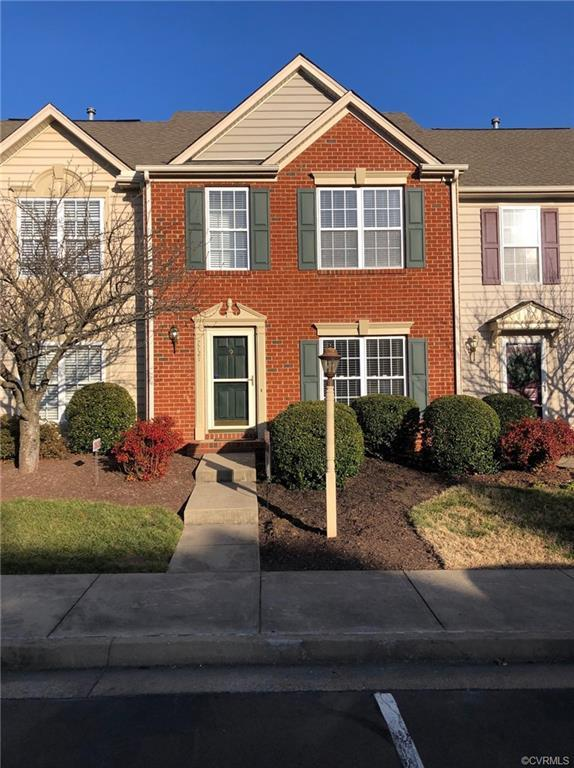 Rare opportunity to own a townhome in the Cross Point neighborhood at the Crossings Golf Club in Gle