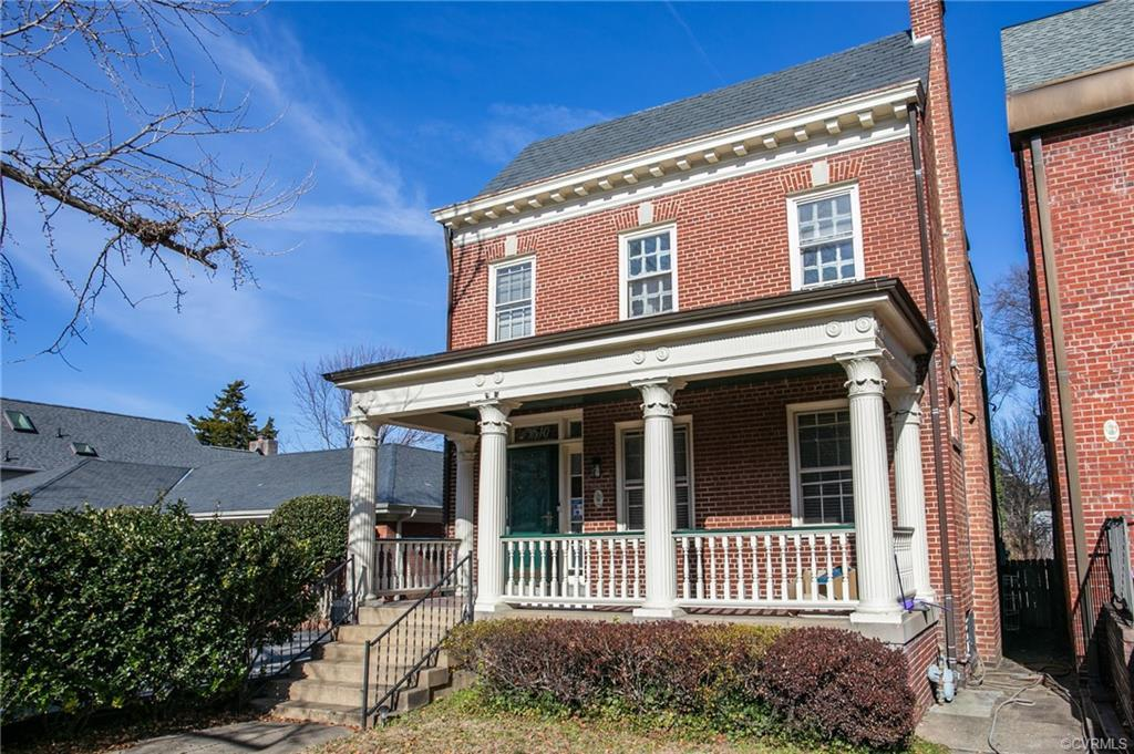 Beautiful home in the heart of The Museum District! Hardwood floors throughout. Corinthian columns b