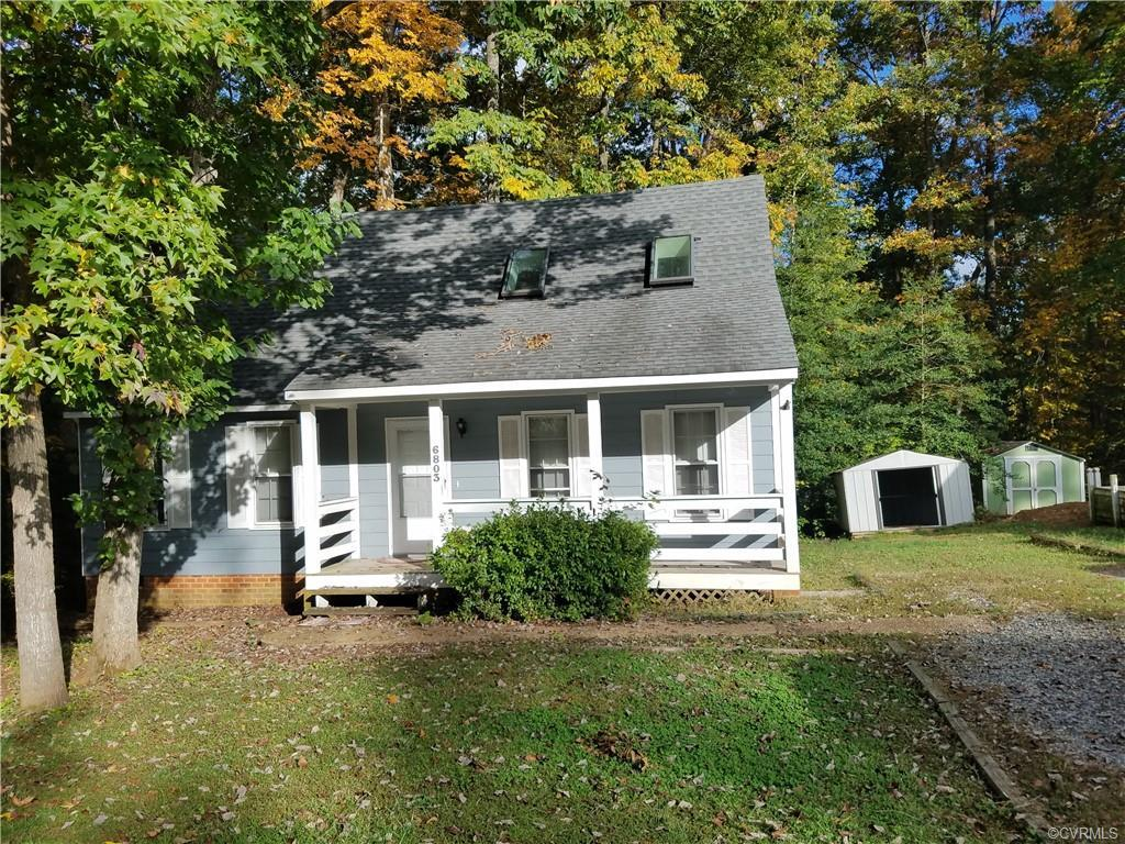 Wonderful 3 bedroom, 2 bath home in Deer Run.  Fresh paint and carpet throughout. Home needs some up