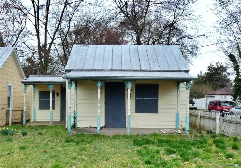 This hidden little gem of a ranch style home is an investors dream! Take your vision for this home a