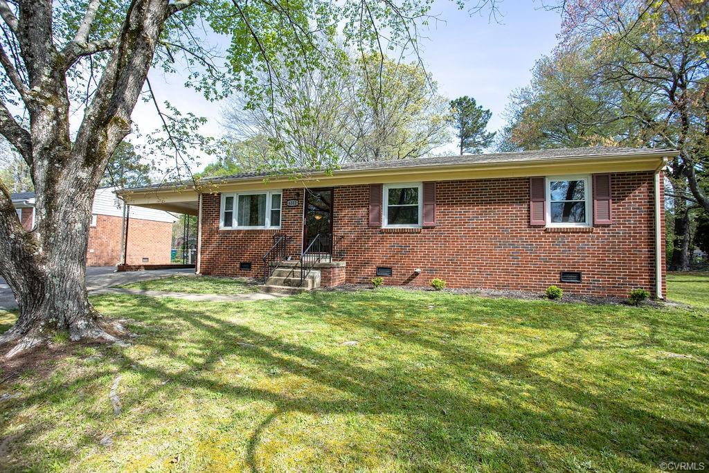 Beautiful brick ranch home located in the Warwick Acres/Worthington Farms area in Richmond.  This ne