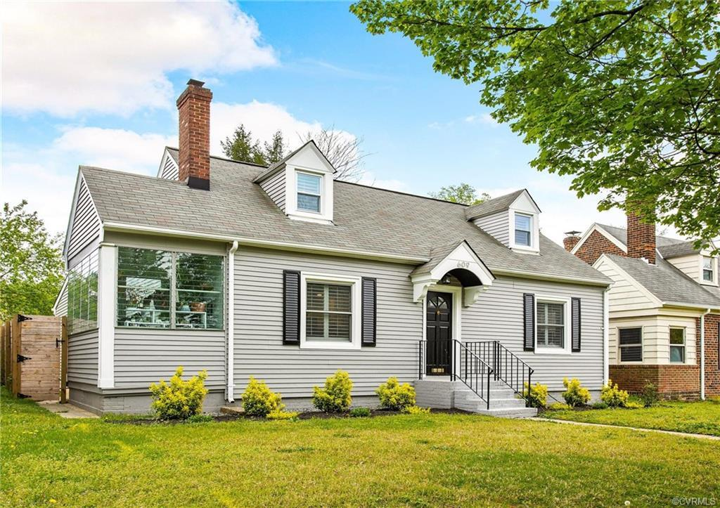 Welcome to 609 North 38th Street! Conveniently located in the Church Hill/Chimborazo area next to Gi