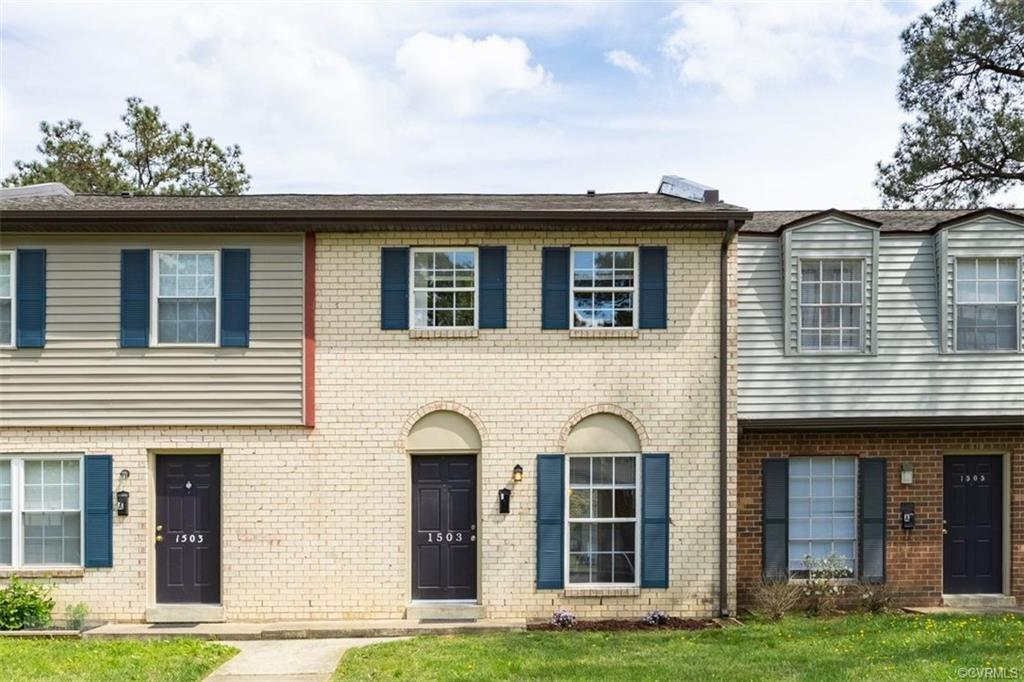 This 3 Bed 1 ½ Bath Townhome has an ideal floor plan.  It has a large open great room, half bath and