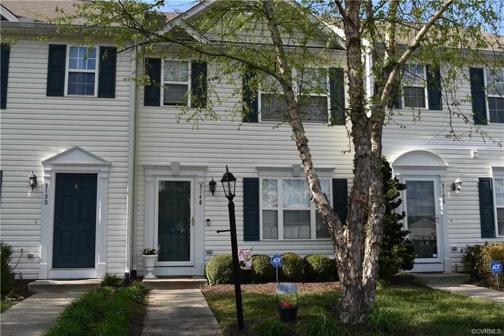 IMMACULATE*FRESHLY PAINTED*CARPET PROFESSIONALLY CLEANED*CONVENIENTLY LOCATED*MOVE-IN READY*REFRIGER