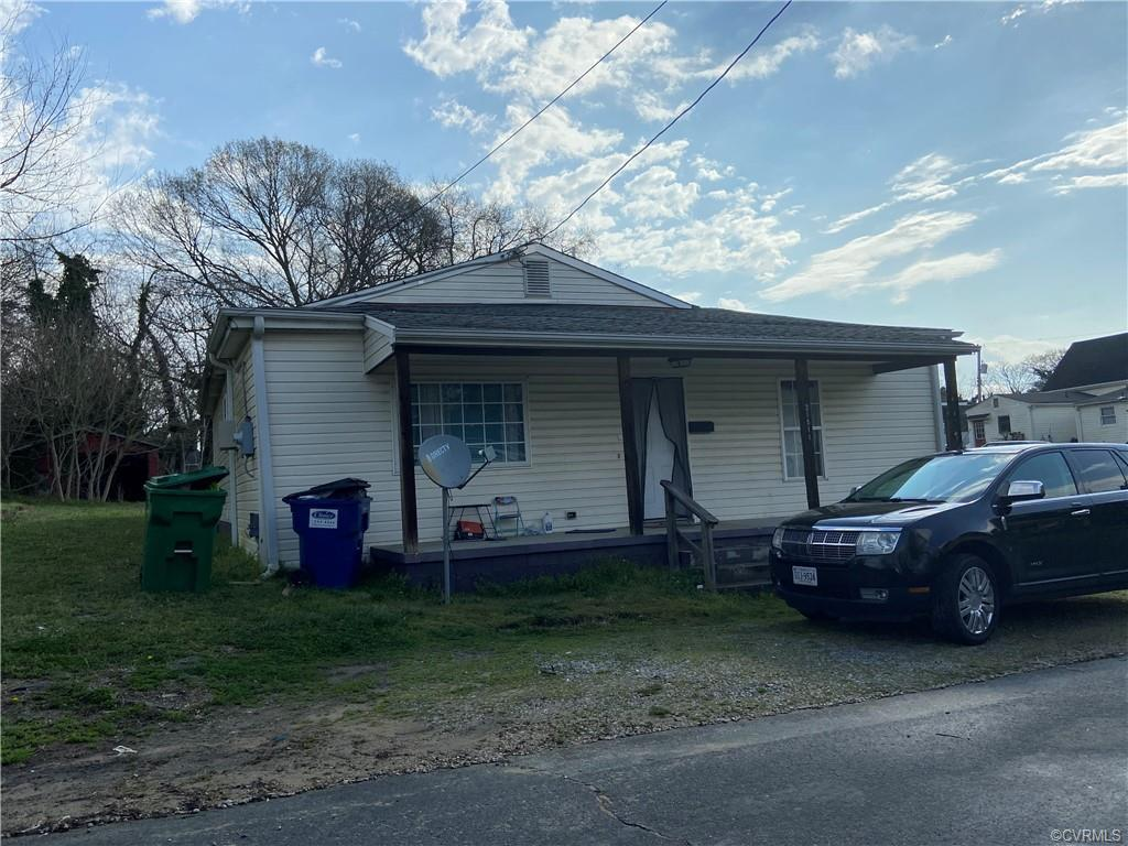 Investor's Dream*Tenants in Place *4 Bedroom* Remolded when Purchased* Dishwasher* Stove* Refrigerat