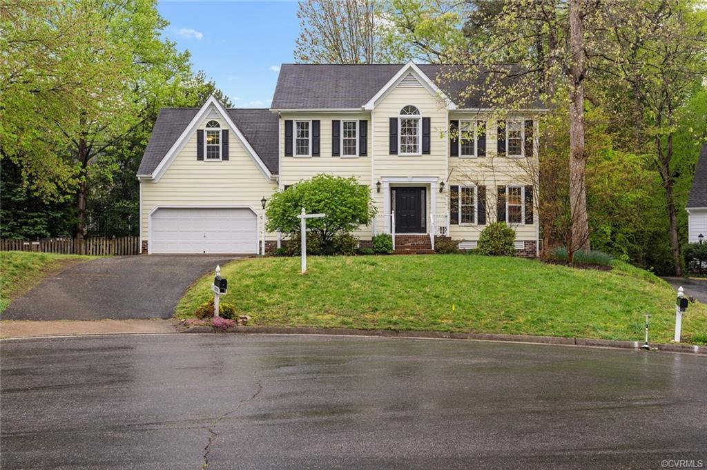 A beautiful 5 bedroom home awaits you in the lovely neighborhood of Kings Charter!  Welcome home to