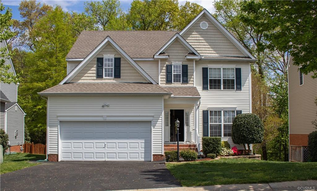 Immaculate, charming & freshly painted 2.5 story 4 bedrooms, 2.5 baths single family home in Hanover