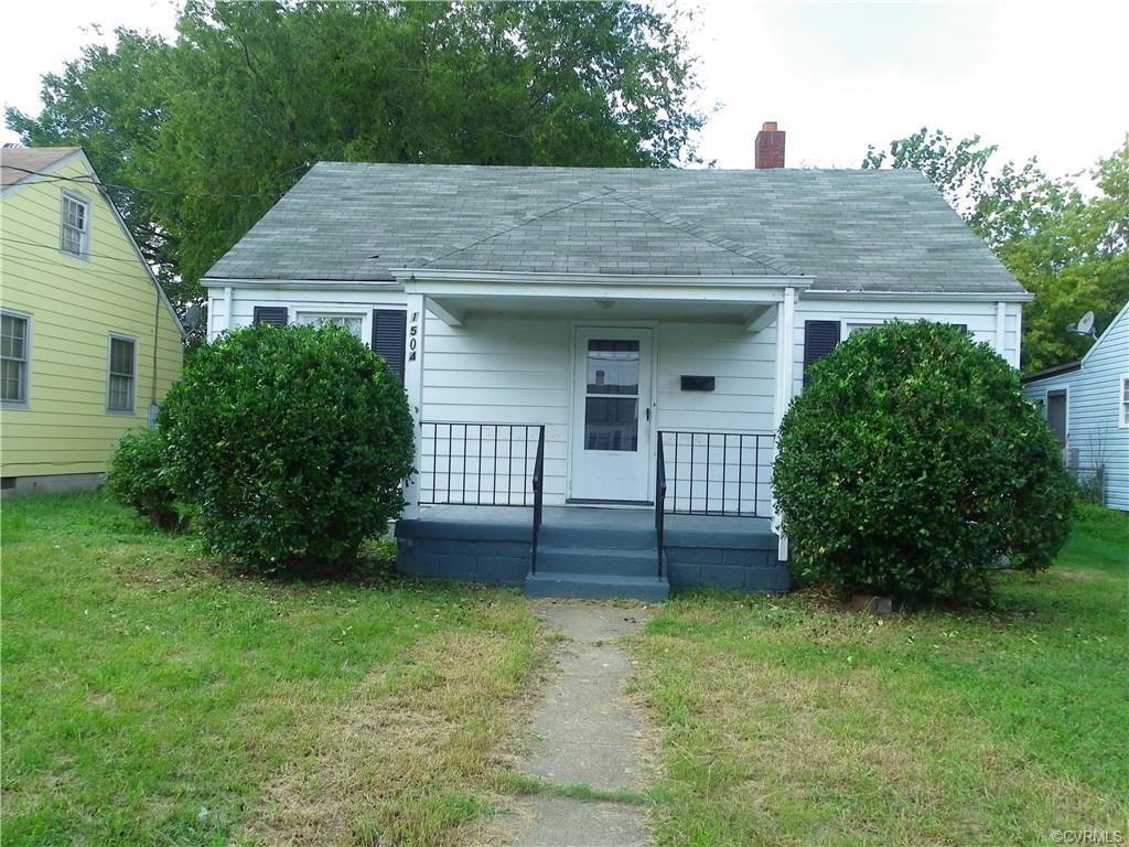 GREAT INVESTMENT OPPORTUNITY 2 BEDROOMS FIRST LEVEL, POSSIBLE 3RD BEDROOM 2ND LEVEL, 1 FULL BATH, HA