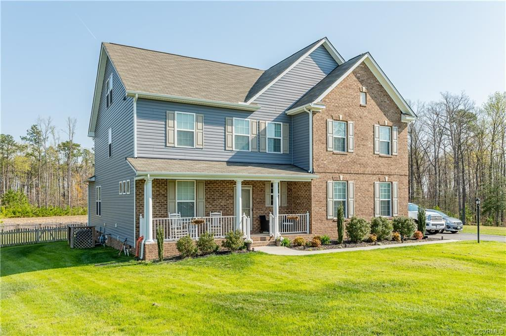 This Woodside Estates beauty has every buzz word that you could have on your wish list!  Starting ou