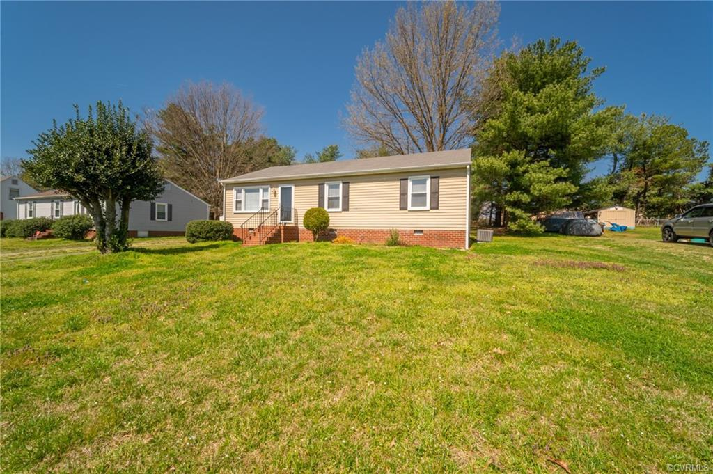 Welcome home to 6370 Eula, a quaint rancher in Mechanicsville with quick access to the highway. This