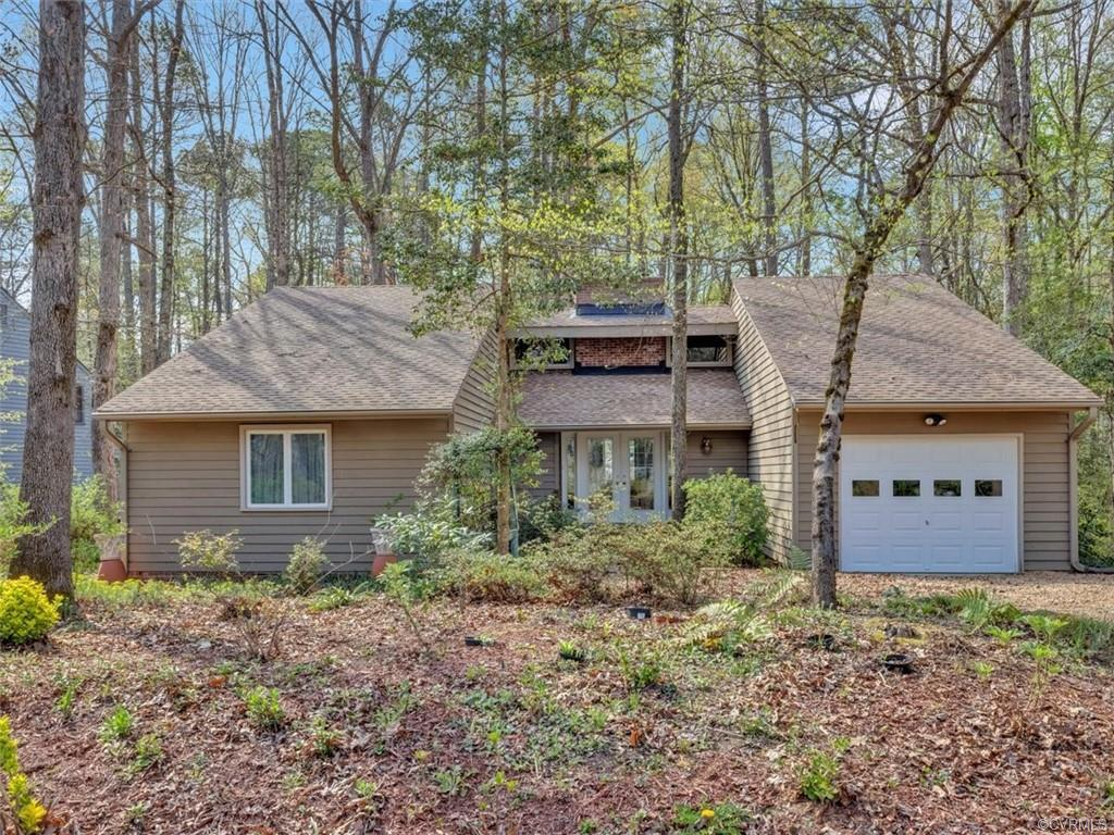 IMMACULATELY MAINTAINED BRANDERMILL RANCHER! Home has been meticulously loved and cared for by long-