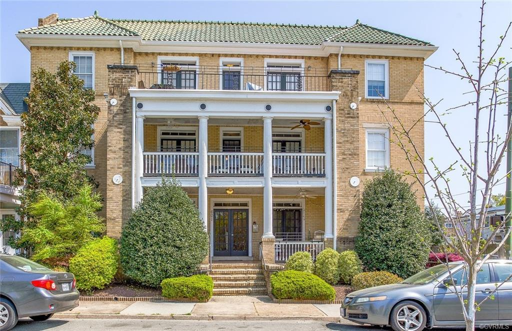 Welcome to the much sought-after Museum District! This ground floor, two bedroom condo with secure e