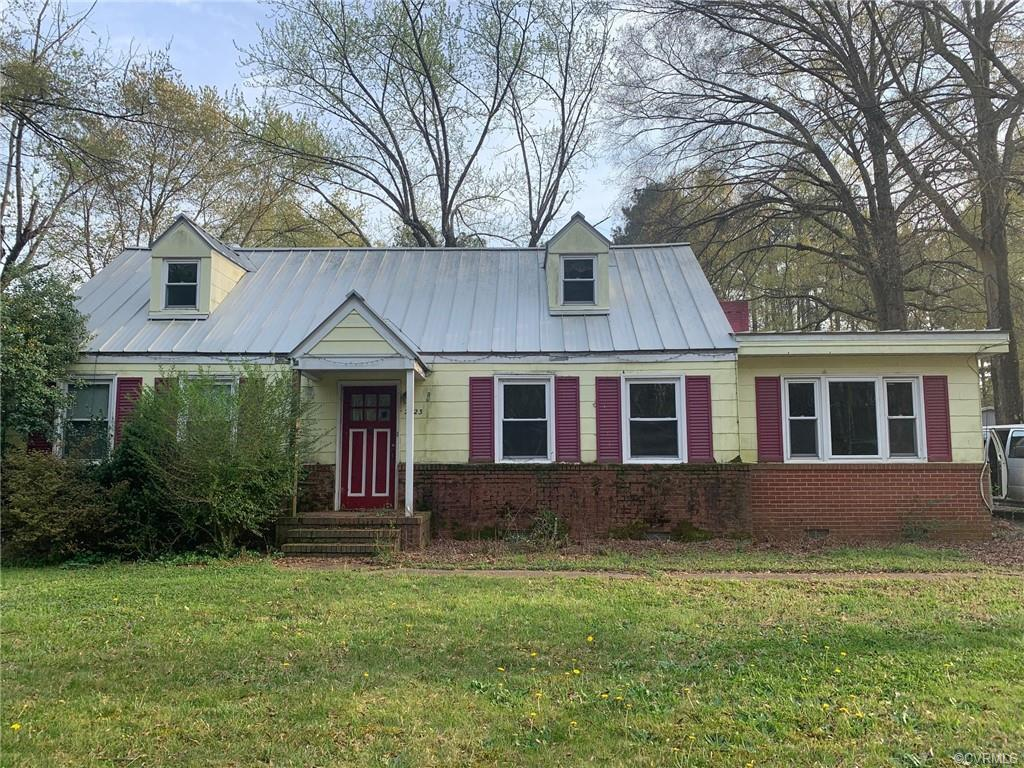 An Investors Dream!  Looking to flip a house and make money? Then check out this home in Glen Allen,